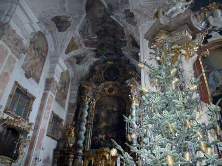 Altar mit Christbaum - Kloster Metten