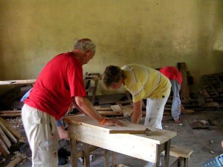 Beim Arbeiten! - Camp Kenya