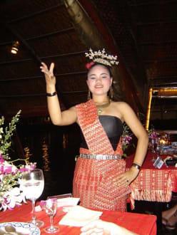 Eine der Tänzerin auf der Loy Nava - Dinner Cruise Loy Nava
