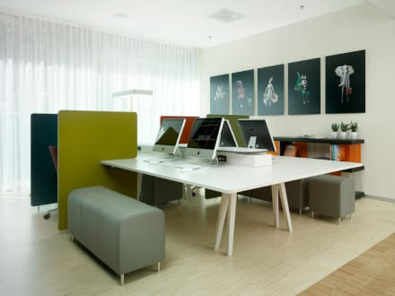 Working area, open space with free Wi-Fi & iMacs -