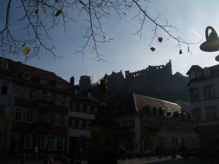 Blick vom Kornmarkt auf den Schlossberg - Schloss Heidelberg