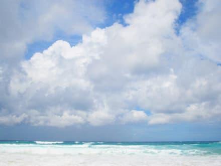 Wolken - Strand Karon