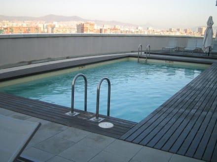 pool am dach bild tryp barcelona condal mar hotel in. Black Bedroom Furniture Sets. Home Design Ideas