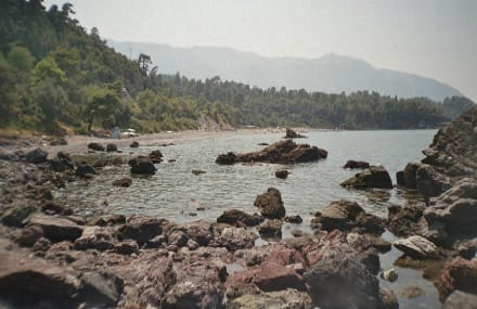 Seitenansicht auf den Strand von Vlachia - Strand Vlachia