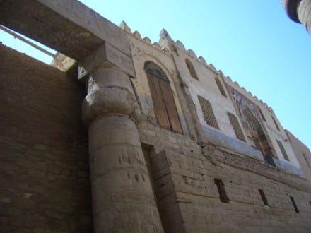Moschee auf dem Tempeldach - Luxor Tempel