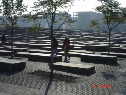 Holocoust Denkmal - Holocaust Mahnmal