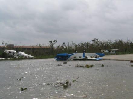 Flugzeug - Flughafen Playa del Carmen (PCM)