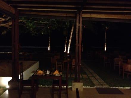 Restaurant bei Nacht - Hotel Citrus Hikkaduwa