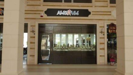 Direktblick auf das Amorium rechts - Juwelier Amorium ex Amor (geschlossen)
