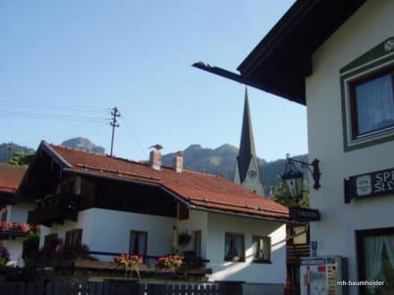 Blick Richtung Wendelstein und Kirche - Gasthof St. Lukas (geschlossen)