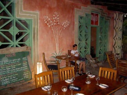 Die Terrasse der La Luna mit Menü auf der Tfel - Restaurant La Luna