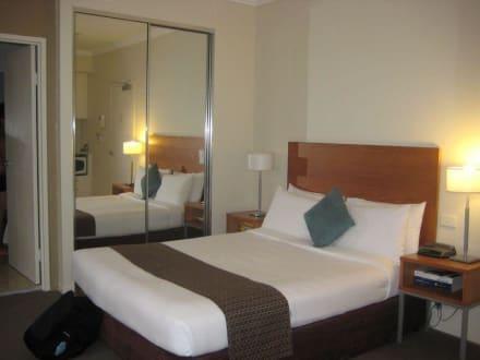 queen bett bild hotel quest on dixon darling harbour in sydney new south wales australien. Black Bedroom Furniture Sets. Home Design Ideas