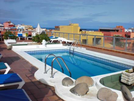 pool auf dem dach bild 4dreams hotel chimisay in puerto de la cruz teneriffa spanien. Black Bedroom Furniture Sets. Home Design Ideas