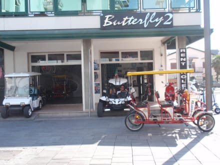 Tretmobile-Verleih nahe des Hotels - Jesolo