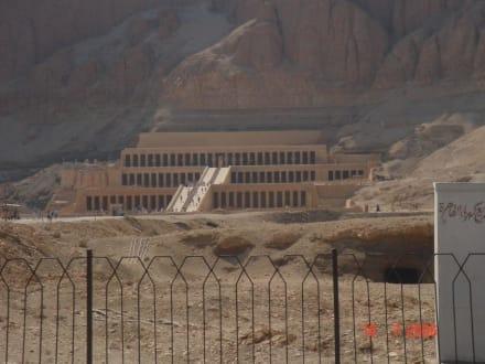 Tempel der Hatschepsut (Al-Deir Al-Bahari Tempel) - Tempel der Hatschepsut