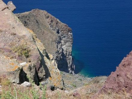 Felsen am Rand - Kraterwanderung Thira