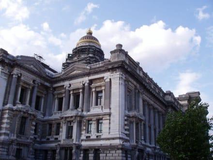 Sonstige Gebäude - Justizpalast