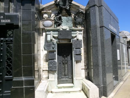 Religious sites (churches, temples, etc.) - Recoleta Cemetery - Evita Peron's grave