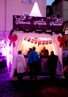 Pinker Weihnachtsmarkt.Gluhwein Etc Bild Weihnachtsmarkt Pink Christmas In Munchen