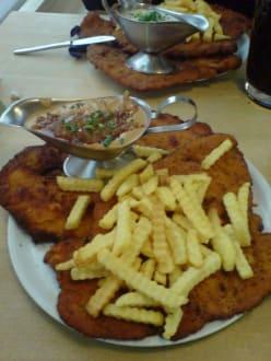 Schnitzel mit Zwiebelsauce - Café & Restaurant Waldgeist