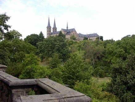 Blick vom Rosengarten auf den Kirchberg - Café-Restaurant im Rosengarten