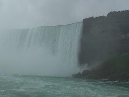 Der Wasserfall kommt immer näher - Niagarafälle / American Falls