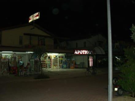 Einer der vielen Apotheken - Einkaufen & Shopping