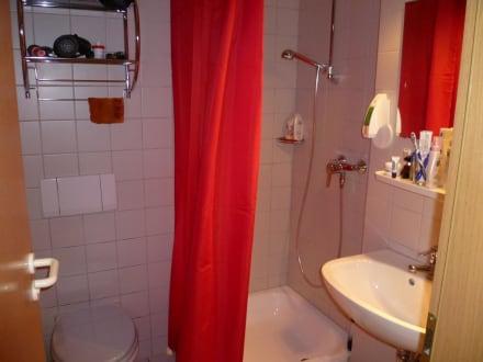 leider nicht so super dusche mit vorhang bild hotel christopherhof in grafenwiesen bayern. Black Bedroom Furniture Sets. Home Design Ideas