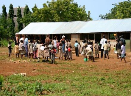"""Schule "" bei Ukunda - Hells Kitchen"