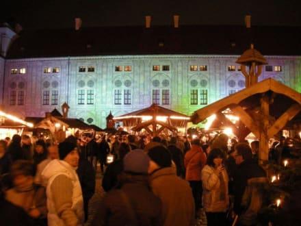 Weihnachtsmarkt Residenz - Weihnachtsdorf im Kaiserhof der Residenz