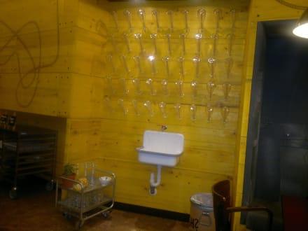 wasserstation beim fr hst ck bild hostel superbude st. Black Bedroom Furniture Sets. Home Design Ideas