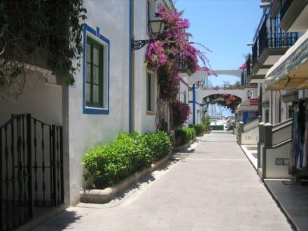 Malerische Gasse im alten Fischerdorf - Altstadt Puerto de Mogán