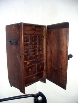 antikes Schränkchen - La Granja