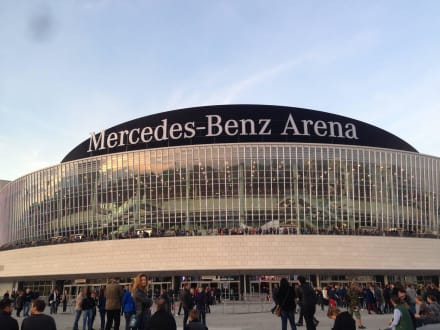 mercedes benz arena berlin bild o2 world arena in berlin. Black Bedroom Furniture Sets. Home Design Ideas