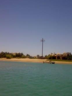 Antenne - Lagunenfahrt durch El Gouna