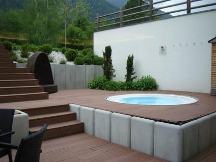 aussen whirlpool bild hotel monika in sesto sexten. Black Bedroom Furniture Sets. Home Design Ideas