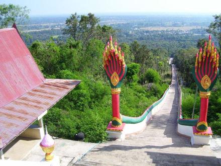 Hunderte Stufen - Weisser Buddha