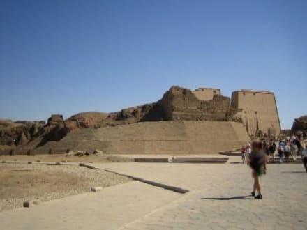 Auf dem Weg zum Tempel. - Horus Tempel Edfu