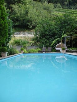 Pool im Garten - Residence Fischerhof