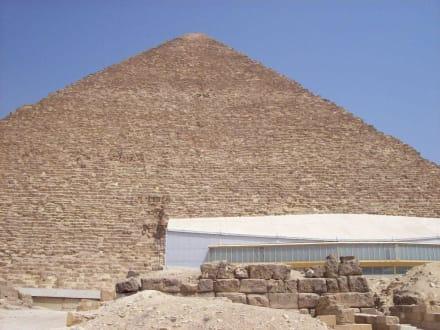 Sonnenbarke bei der Cheops Pyramide - Pyramiden von Gizeh