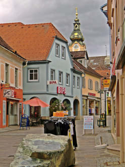 Fußgängerzone mit Stadtpfarrkirche - Hartberg