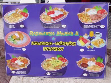 Zum Frühstück Pommes , Würstchen, Frikadellen usw - Restaurant München II