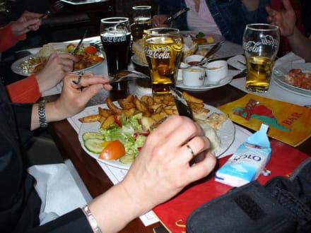 Beim köstlichen Spachteln! - HolidayCheck User-Treffen Nord