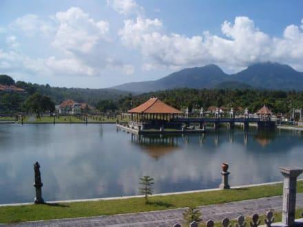 Floating Palace Ujung - Tirtaganga Royal Pools /  Wasserpalast Taman Tirta Gangga