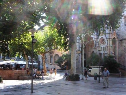 Plaza - Kirche Sant Bartomeu