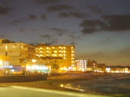 Strandpromenade bei Nacht - Strand Can Picafort