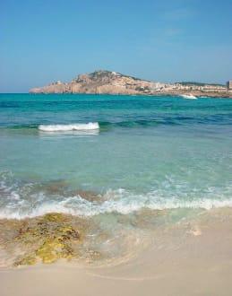 Am Strand Cala Agulla - Cala Agulla/ Cala Guya