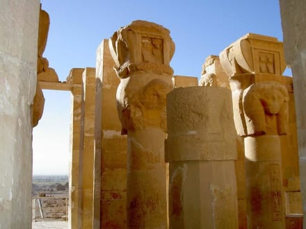 Totentempel der Hatschepsut Säulenkapitelle des Hathor-Tempe - Tempel der Hatschepsut