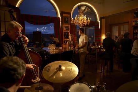 LOUIS BAR mit Blick auf das Luzerner Seebecken - Art Deco Hotel Montana Luzern