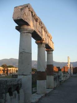 Tempel/Kirche/Grabmal - Das antike Pompeji
